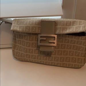 Beautiful hand bag they I only used a few time !!